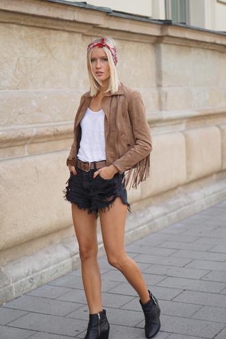 jolie janine blogger jacket shorts t-shirt shoes belt