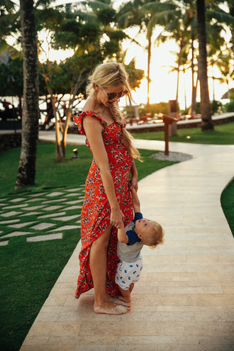 barefoot blonde blogger swimwear dress jewels t-shirt tank top top pants