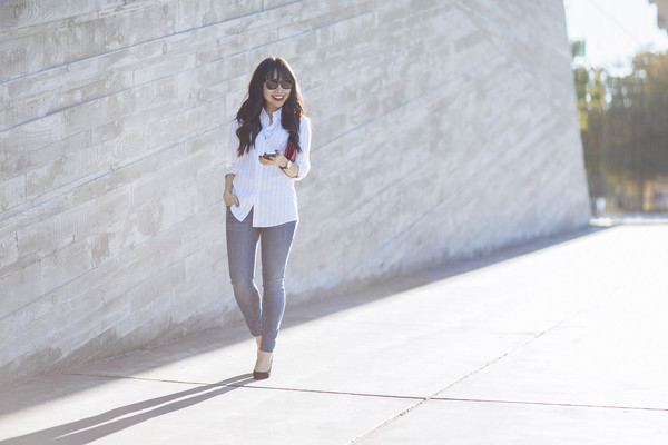 her waise voice blogger top jeans sunglasses jewels