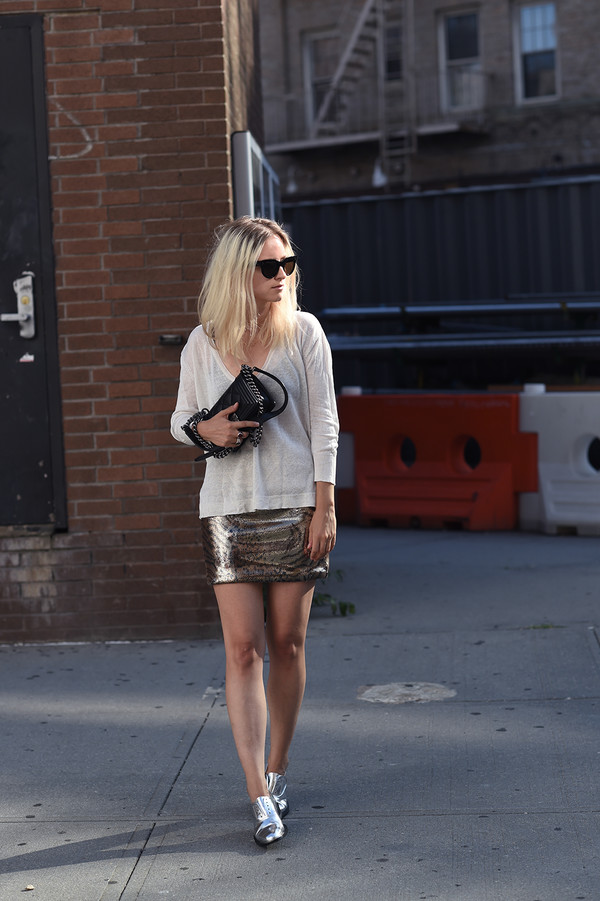 the fashion guitar blogger skirt sunglasses bag jewels