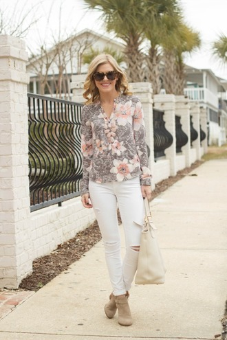 life with emily blogger ripped jeans floral shirt