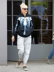 jacket,jeans,gwen stefani,sneakers,fall outfits,streetstyle,celebrity