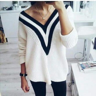 shirt wool shirt leggings necklace black and white white shirt black shirt black leggings gold necklace black and white shirt