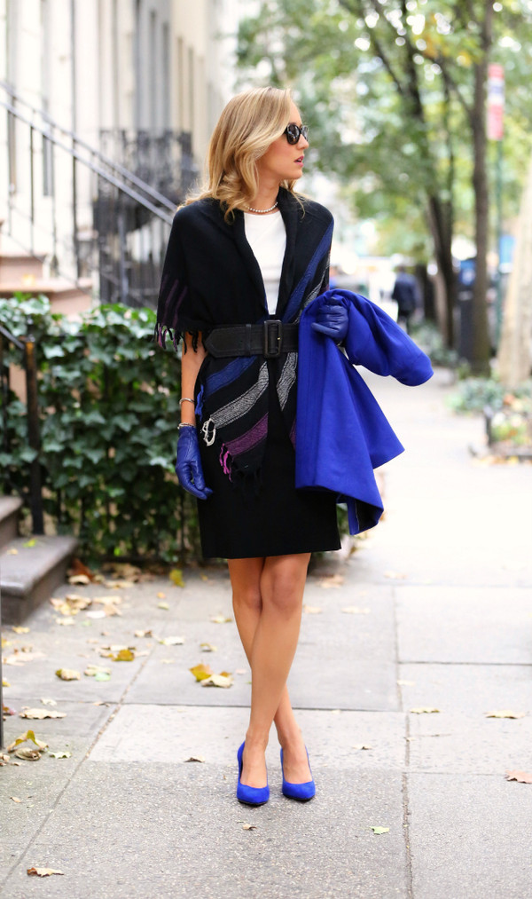 the classy cubicle scarf dress coat shoes belt jewels sunglasses