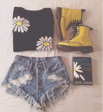 shirt black shirt flowers daisy shoes shorts pants floral sweater daisy print denim shorts high-wasted denim shorts distressed denim shorts ripped high waisted high waisted shorts black boots yellow combat boots sunflower high waisted denim shorts denim indie pretty girly looking for alaska distressed shorts low waisted daisys retro book dr marten boots yellow boots style pullover