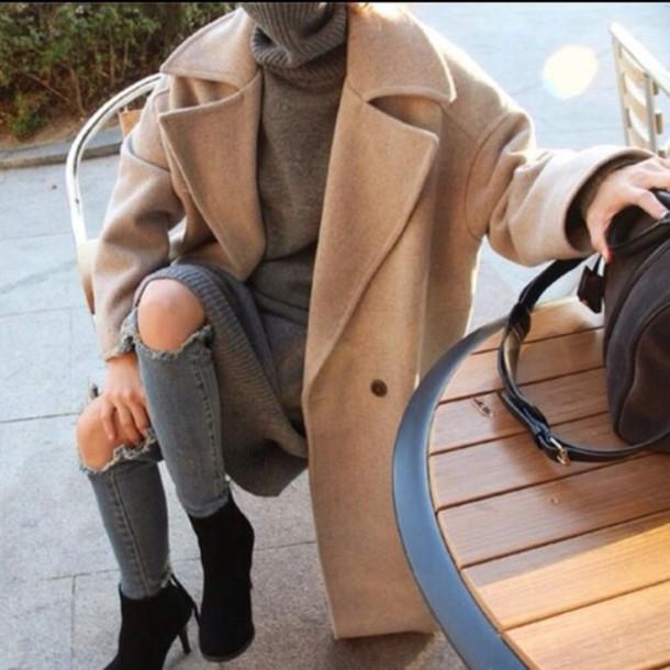 coat beige jeans black heels bag autum comfy casual