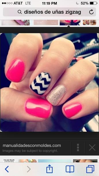 nail polish black and white zigzag