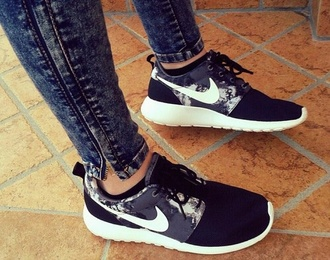 shoes nike print sneakers nike roshe run flowers spring