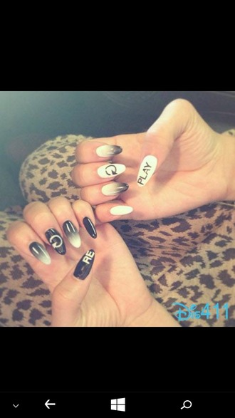 nail accessories zendaya black and white ombre