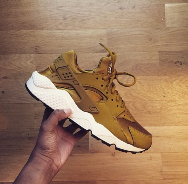 870c6eb25875 shoes gold shoe sneakers nike running shoes nike shoes nike sneakers nike  air nike huarache gold