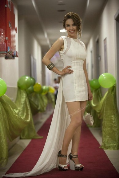 white prom white dress prom dress clothes dizi celebrity dresses high heels white lace dress girly outfits outfit prom dresses high low high-low dresses beautiful beige beige dress legs green dress green