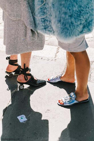 shoes fashion week street style fashion week 2016 fashion week paris fashion week 2016 black shoes silver shoes slide shoes mid heel pumps mules black mules streetstyle tumblr