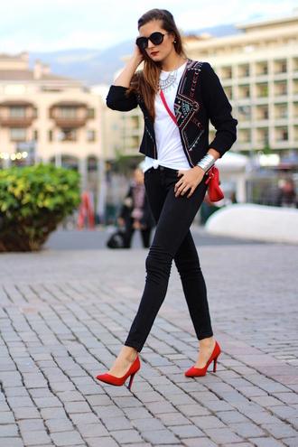 marilyn's closet blog blogger t-shirt red heels embellished jacket skinny jeans