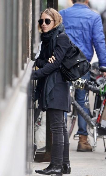 olsen sisters blogger sunglasses jeans scarf