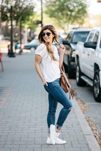 brighton the day blog | dallas fashion blog blogger shoes t-shirt jeans sunglasses