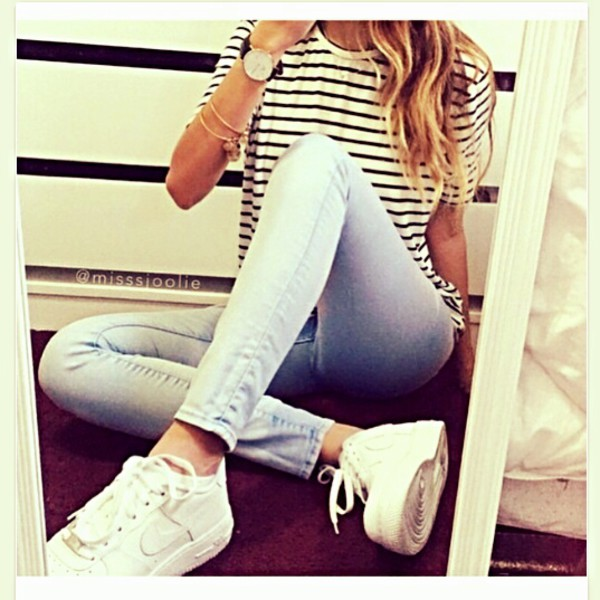 Jeans summer outfits nike running shoes top decontracted - Wheretoget