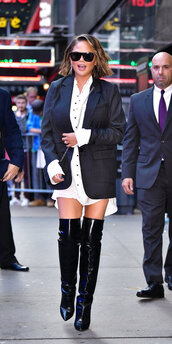 shoes,black and white,shirt,white shirt,shirt dress,chrissy teigen,boots