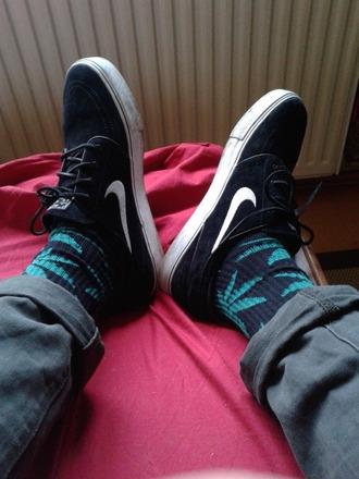 underwear black blue skateboard weed socks socks nike nike sb skater shoes huf huf socks