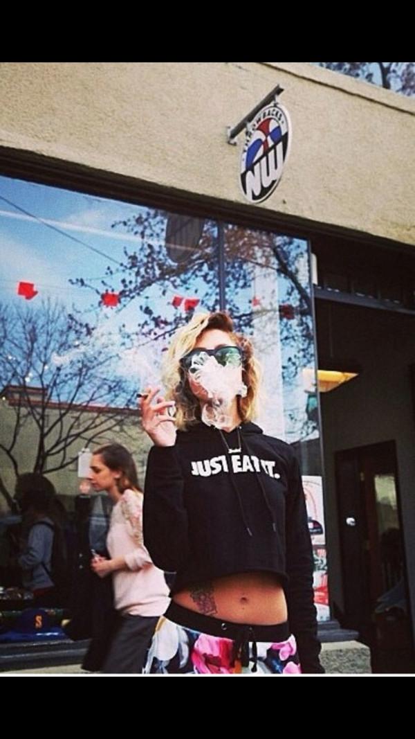 t-shirt lil debbie cropped hoodie