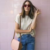 louise roe,blogger,t-shirt,pink sunglasses,beige top,ripped jeans,shoulder bag,nude bag