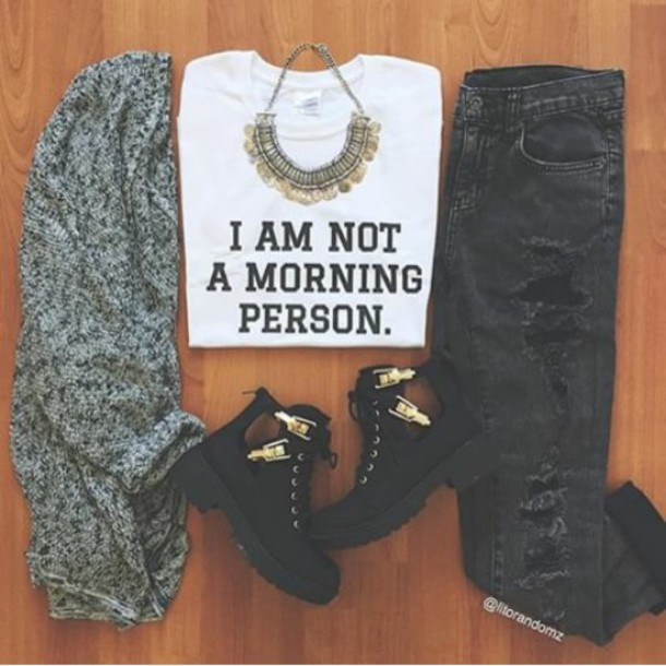 t-shirt withe shoes cardigan jeans