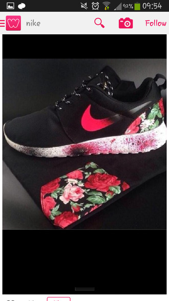 shoes nike nike sneakers nike roshe run nike roshe run floral pocket t-shirt floral pocket t-shirt black sneakers roshe runs nike to she's red black white  roses nikes roses accent shirt nike roshe  run black and pick floral nike roshe nike black with roses