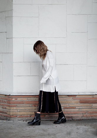 always judging blogger oversized sweater striped sweater black skirt maxi skirt black boots