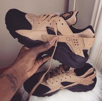 shoes black and gold nike nike hurache
