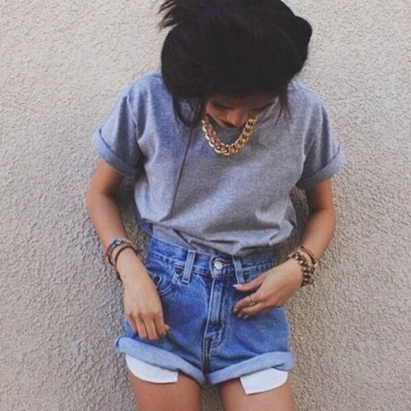 gold choker gold chain cuffed shorts grey t-shirt denim shorts shirt shorts t-shirt pockets tumblr outfit pullover jewels grey rolled sleeves High waisted shorts denim boyfriend oversized 90s style blue vintage boyfriend shorts