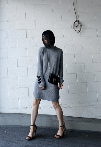 la vagabond dame blogger dress sweater dress grey dress crossbody bag black sandals long sleeve dress