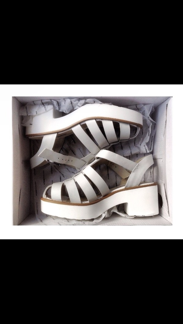 shoes sandles stappy strappy sandals