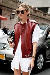 le fashion,blogger,sleeveless,leather jacket,burgundy,t-shirt dress,animal print,white shirt,shirt dress,tortoise shell sunglasses
