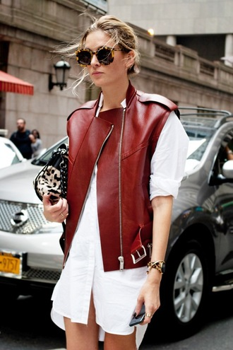 le fashion blogger sleeveless leather jacket burgundy t-shirt dress animal print white shirt shirt dress tortoise shell sunglasses