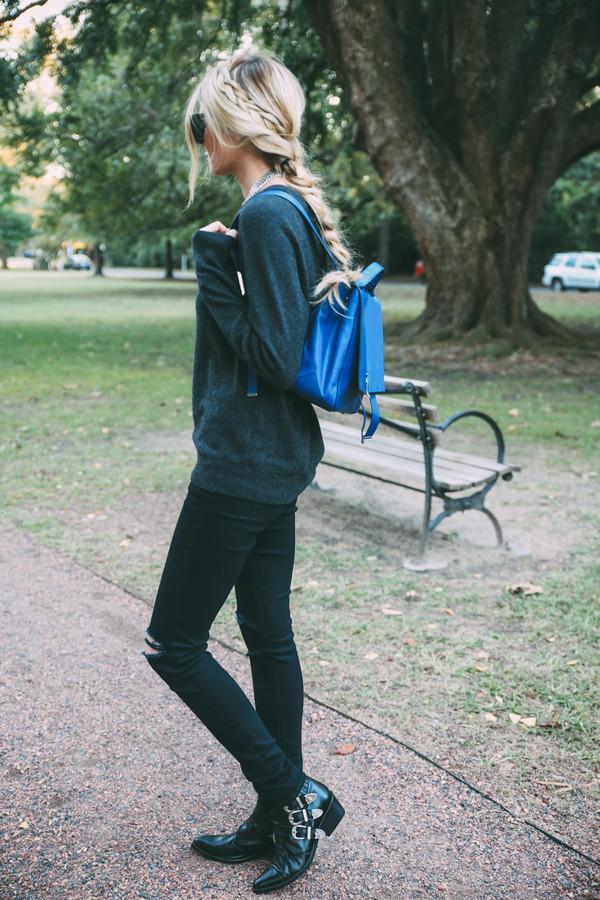 barefoot blonde blogger jeans sunglasses jewels make-up bag forest green black jeans backpack