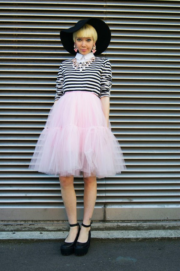 stella's wardrobe jewels top skirt shoes