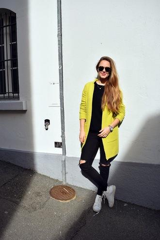 bonsoir cherie blogger yellow coat lime black ripped jeans