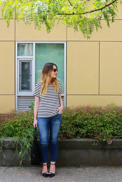girl and closet blogger t-shirt jeans sunglasses bag shoes