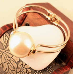 Big Pearl Bangle  - Juicy Wardrobe