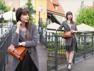 kapuczina blogger grey t-shirt metallic skirt brown leather bag grey coat