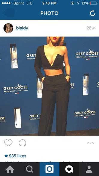 top black asymmetrical one shoulder low cut boobs long sleeves sleeveless