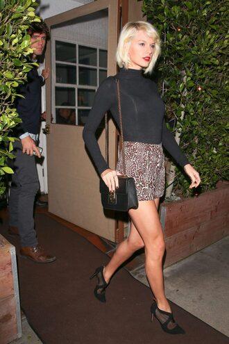 shorts top pumps taylor swift spring outfits spring animal print turtleneck bodysuit