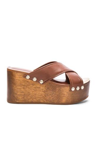 heel brown