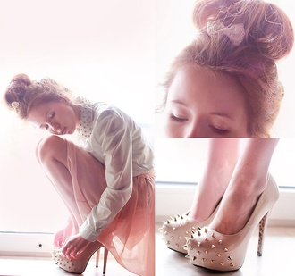 dress shirt skirt studs outfit girly collar heels lace hair bow beige white pink pretty high heels shoes
