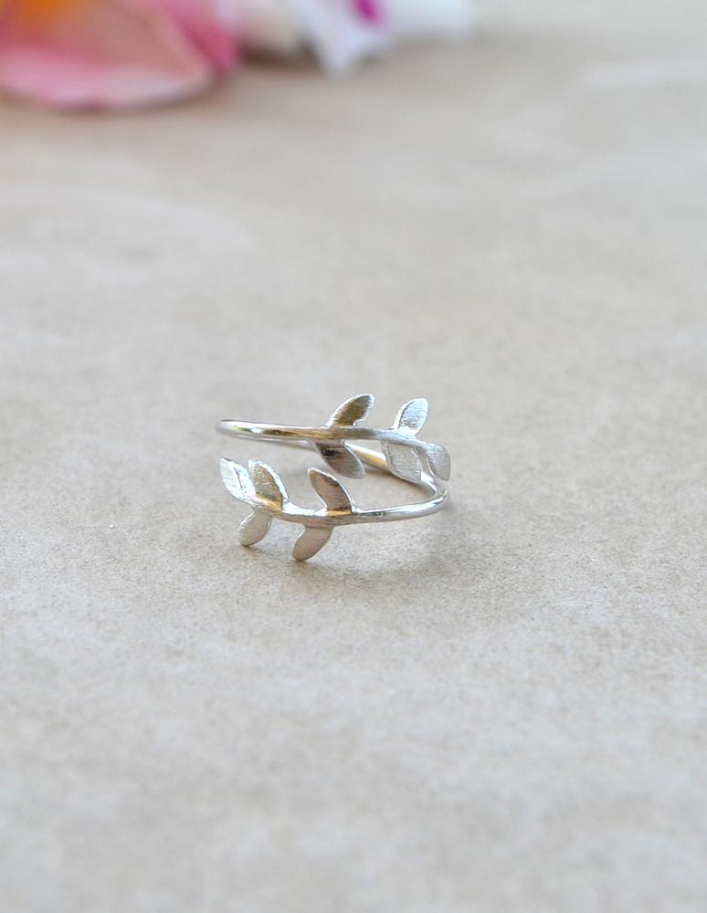 Leaf knuckle ring