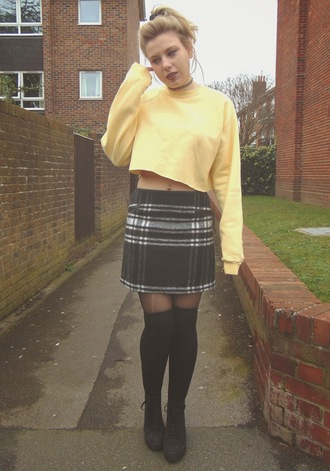 the velvet black grunge blogger plaid skirt cropped sweater knee high socks sweater skirt shoes socks