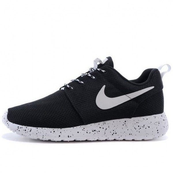 shoes girl girly girly wishlist nike nike shoes roshe runs nike roshe run black sneakers low top sneakers