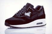 shoes,air max,trainers,girl,black,kicks,nike