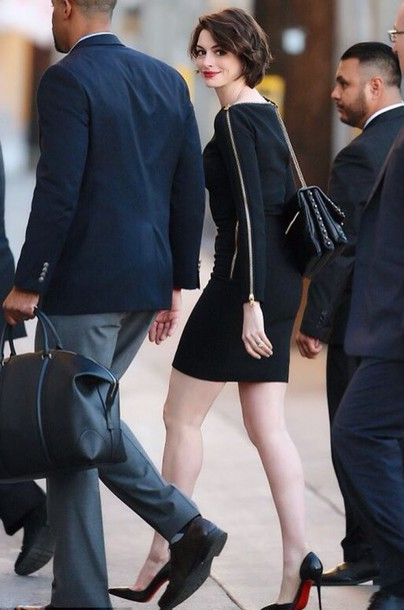 anne hathaway little black dress pumps purse