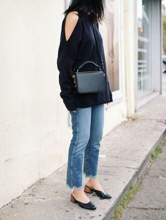 top tumblr black top cut-out cut-out shoulder top cut out shoulder denim jeans blue jeans frayed denim frayed jeans cropped jeans mules black shoes shoes mid heel pumps bag black bag crossbody bag fall outfits minimalist bag sweater black sweater le fashion image blogger