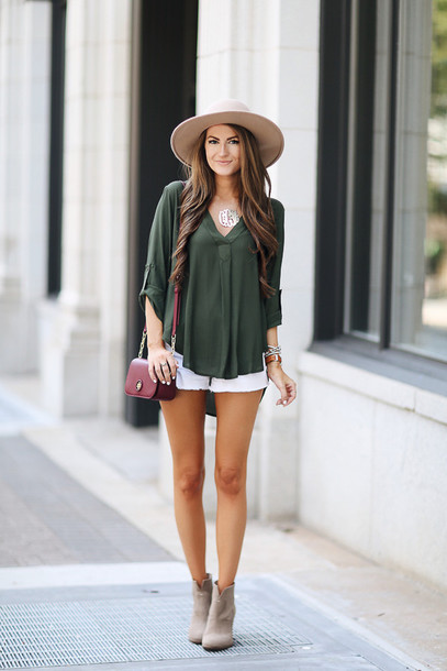southern curls and pearls blogger blouse shorts shoes bag jewels hat